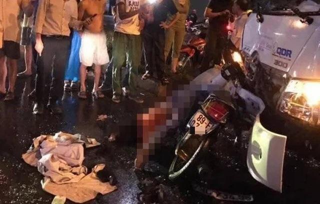 Xe máy chở 3 trẻ nhỏ va chạm với ô tô, một phụ nữ tử vong - 1