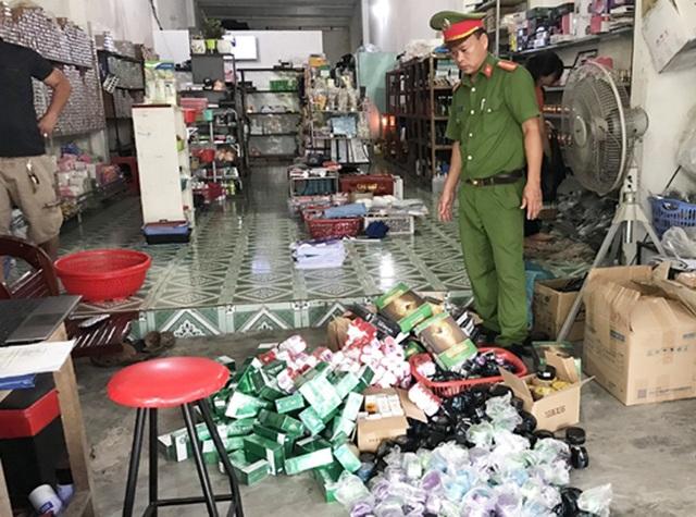 Phát hiện hơn 600 hộp mỹ phẩm không rõ nguồn gốc mua từ mạng xã hội - 1