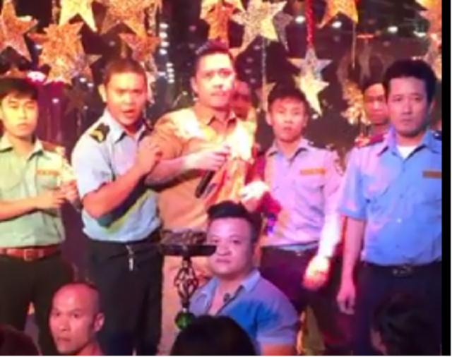 Nghệ sĩ Việt bị ném ghế, tạt nước, giang hồ đuổi đánh khi hát hội chợ - Ảnh minh hoạ 3