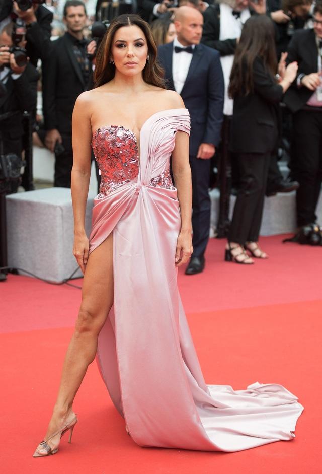 Những người đẹp thu hút mọi ánh nhìn trên thảm đỏ Cannes - 6