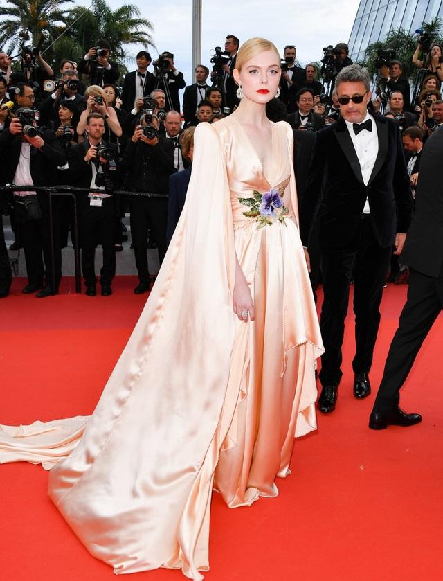 Những người đẹp thu hút mọi ánh nhìn trên thảm đỏ Cannes - 8