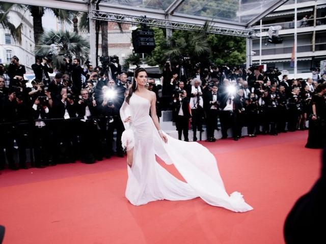 Những người đẹp thu hút mọi ánh nhìn trên thảm đỏ Cannes - 9