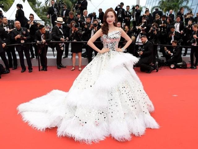 Những người đẹp thu hút mọi ánh nhìn trên thảm đỏ Cannes - 10