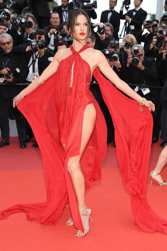 Những người đẹp thu hút mọi ánh nhìn trên thảm đỏ Cannes - 15