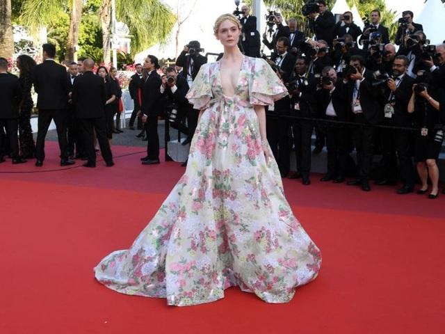 Những người đẹp thu hút mọi ánh nhìn trên thảm đỏ Cannes - 17