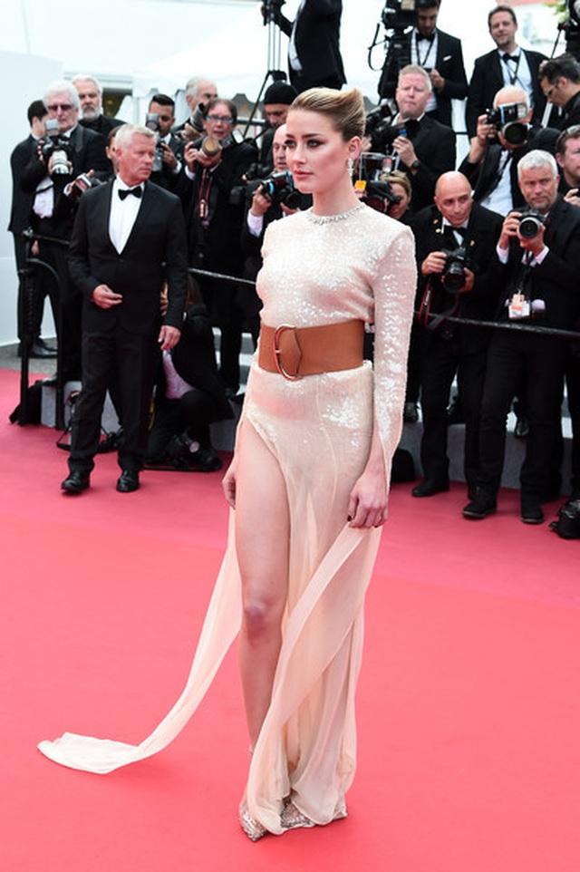 Vợ cũ Johnny Depp khoe chân dài tại Cannes - 1