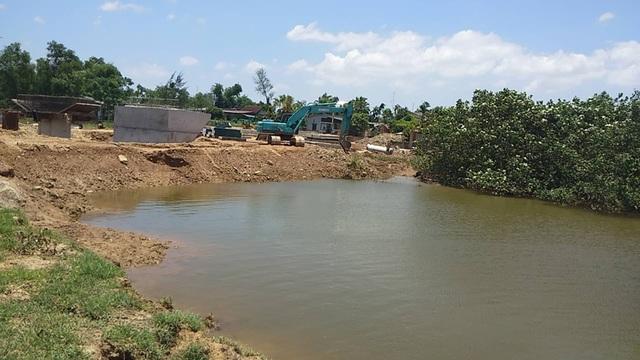 Vụ nhà thầu ngăn sông thi công cầu: Đã khơi thông dòng sông - 1