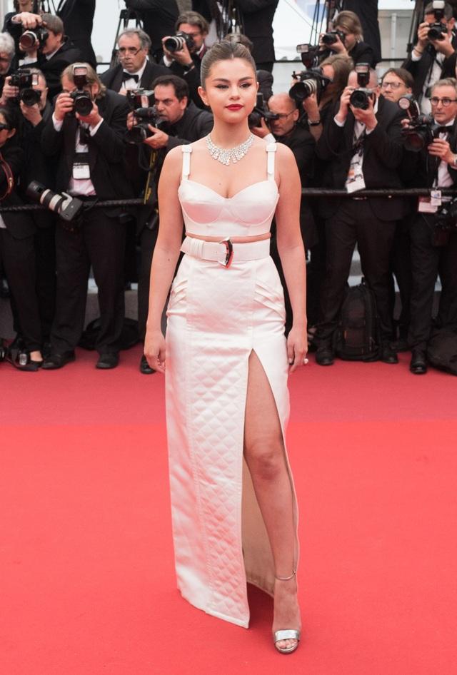 Những người đẹp thu hút mọi ánh nhìn trên thảm đỏ Cannes - 1