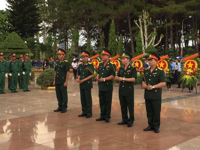 An táng 17 hài cốt liệt sĩ Việt Nam hy sinh tại Campuchia - 1