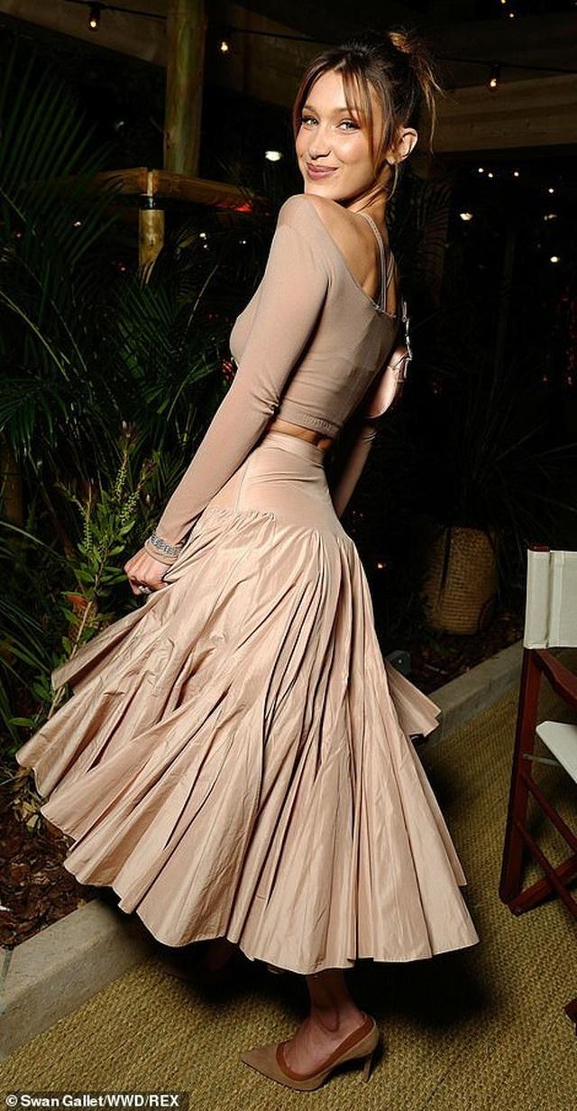 Bella Hadid lộ eo thon quyến rũ tại Cannes - 3