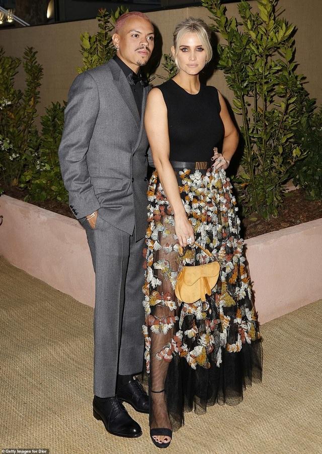 Bella Hadid lộ eo thon quyến rũ tại Cannes - 7