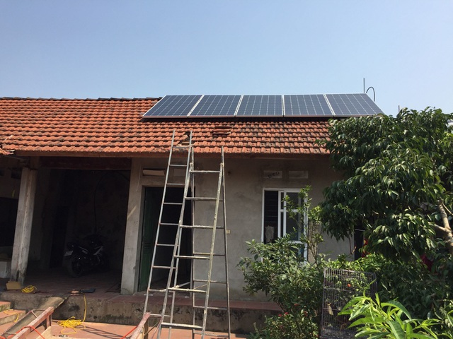 Pilot Installation of Roof Voltage: People Sell Electricity EVN - 1