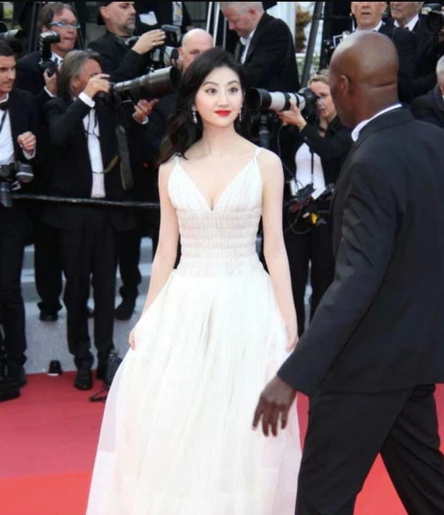 Hai nữ diễn viên Trung Quốc bị ban tổ chức LHP Cannes 2019 đuổi khéo khỏi thảm đỏ - 6