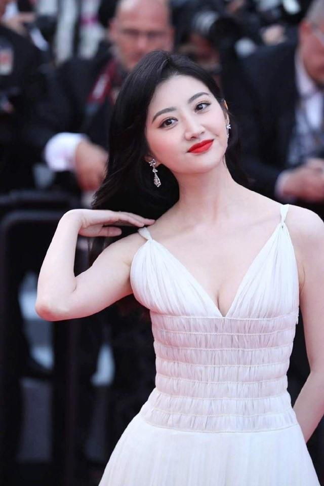 Hai nữ diễn viên Trung Quốc bị ban tổ chức LHP Cannes 2019 đuổi khéo khỏi thảm đỏ - 1