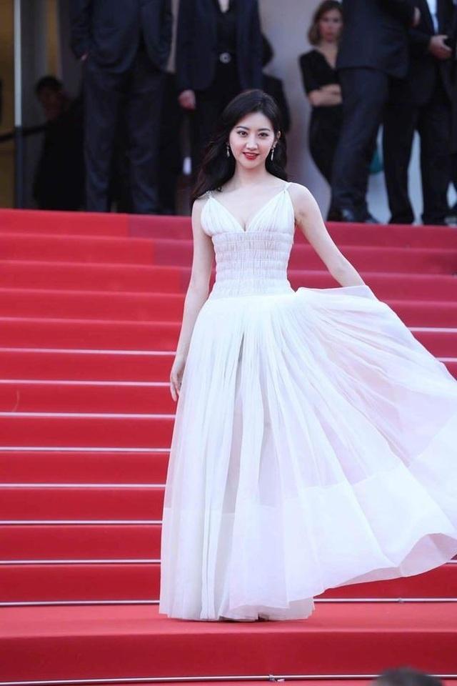 Hai nữ diễn viên Trung Quốc bị ban tổ chức LHP Cannes 2019 đuổi khéo khỏi thảm đỏ - 3