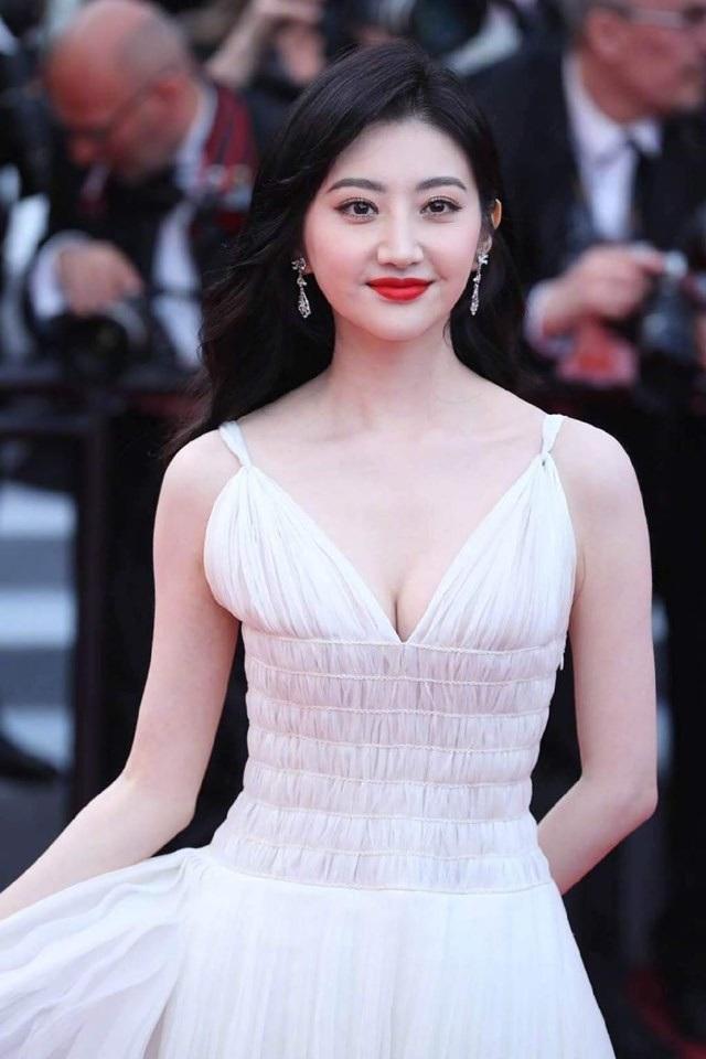 Hai nữ diễn viên Trung Quốc bị ban tổ chức LHP Cannes 2019 đuổi khéo khỏi thảm đỏ - 2