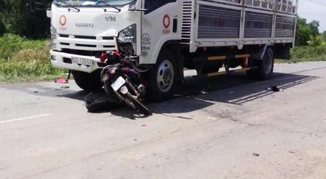 Học sinh lớp 11 tử vong khi va chạm với xe tải - 1
