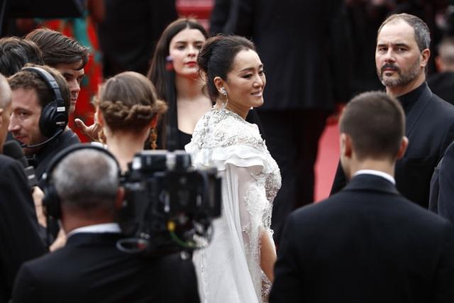 Củng Lợi tay trong tay với bạn trai 71 tuổi tại Cannes - 8