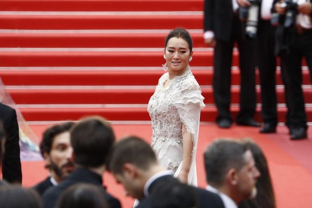 Củng Lợi tay trong tay với bạn trai 71 tuổi tại Cannes - 6