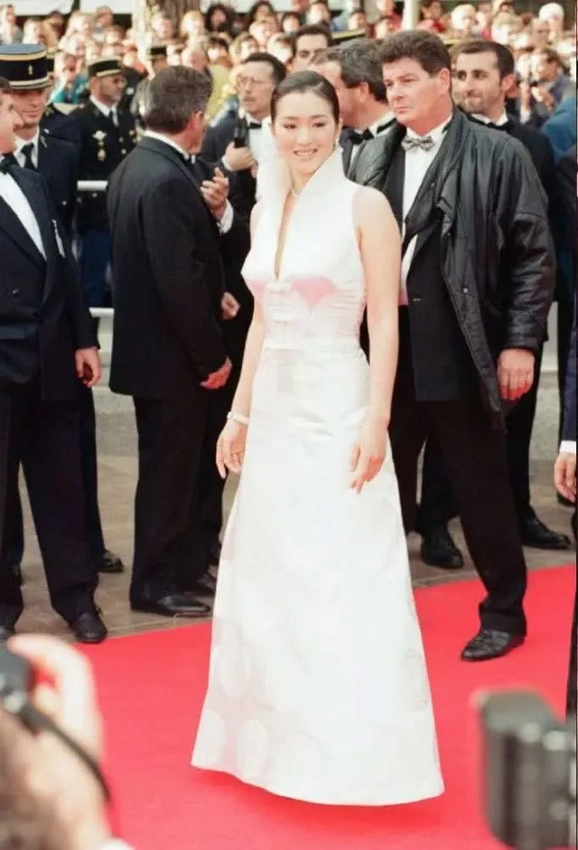 Củng Lợi tay trong tay với bạn trai 71 tuổi tại Cannes - 29