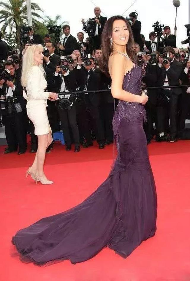 Củng Lợi tay trong tay với bạn trai 71 tuổi tại Cannes - 33
