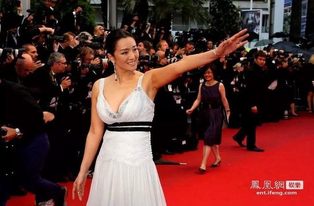 Củng Lợi tay trong tay với bạn trai 71 tuổi tại Cannes - 34