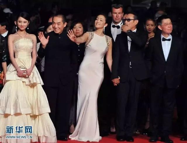Củng Lợi tay trong tay với bạn trai 71 tuổi tại Cannes - 35