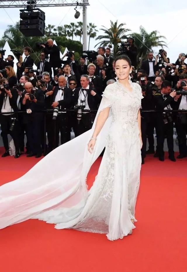Củng Lợi tay trong tay với bạn trai 71 tuổi tại Cannes - 3