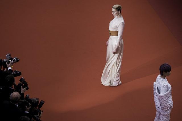 Vợ cũ Johnny Depp khoe chân dài tại Cannes - 11