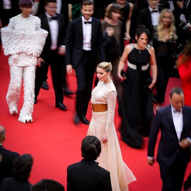 Vợ cũ Johnny Depp khoe chân dài tại Cannes - 8