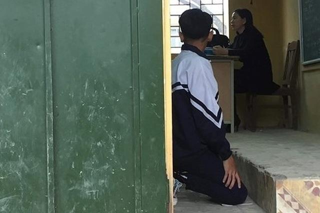 """Phạt quỳ: Quan hệ thầy trò tôn trọng, bình đẳng, sẽ không ai """"sợ"""" ai hết! - 1"""