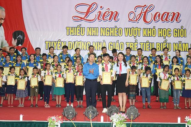 Quảng Bình: Tuyên dương 60 giáo viên và học sinh tiêu biểu - 1