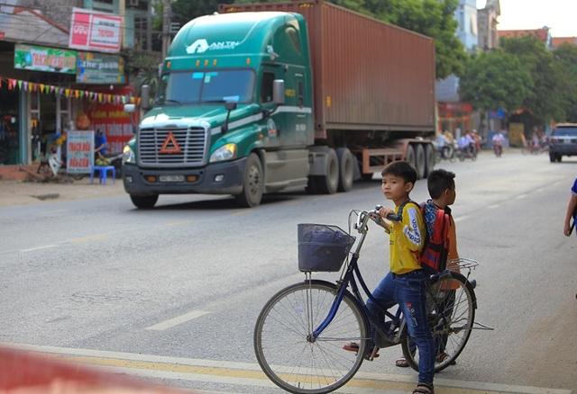 Bắc Ninh: Người dân khổ sở vì hứng chịu xe tải né trạm BOT - 5