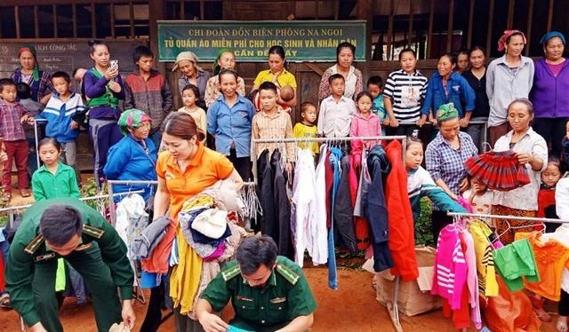"""Tủ quần áo miễn phí """"ai cần đến lấy"""" cho người dân nghèo miền núi - 2"""