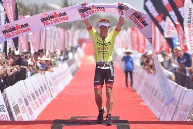 Ấn tượng cuộc tranh tài của các VĐV nước chủ nhà tại Techcombank Ironman 70.3 vô địch Châu Á Thái Bình Dương - 2