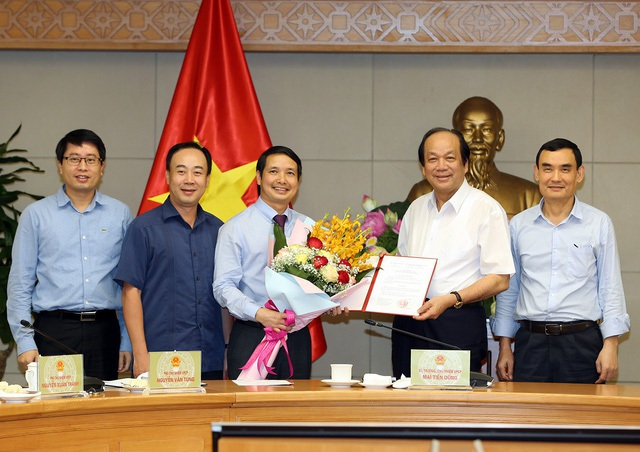 The prime minister appointed assistant deputy prime minister Vuong Dinh Hue - 1