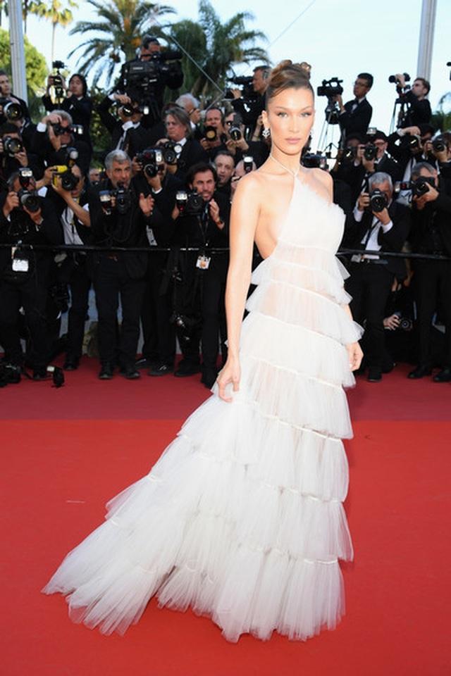 Bella Hadid điệu đà như nàng công chúa - 1