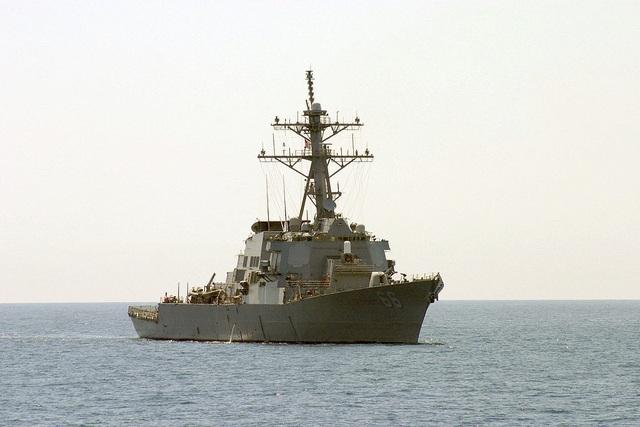 Hai tàu chiến Mỹ chở tên lửa hành trình tới vùng biển gần Iran - 1