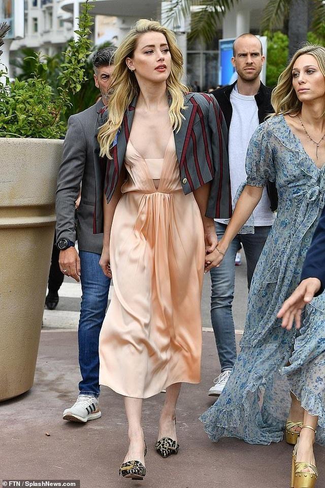 Amber Heard quyến rũ với váy không nội y - 4