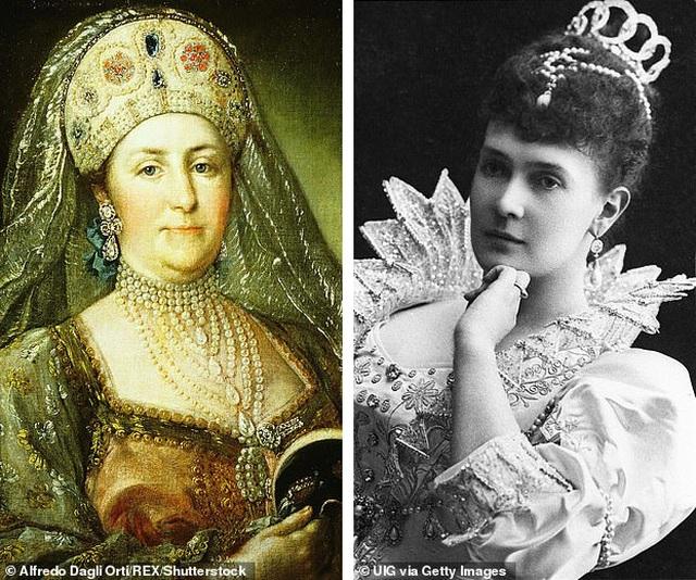 Vẻ đẹp của chiếc vòng cổ kim cương mặt ngọc lục bảo có giá 98 tỷ đồng - 2