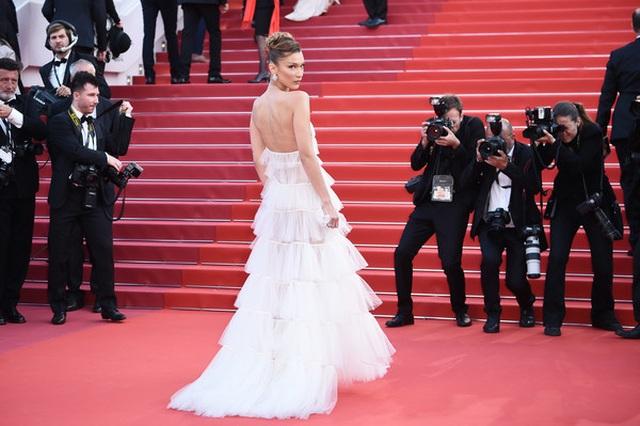 Bella Hadid điệu đà như nàng công chúa - 2