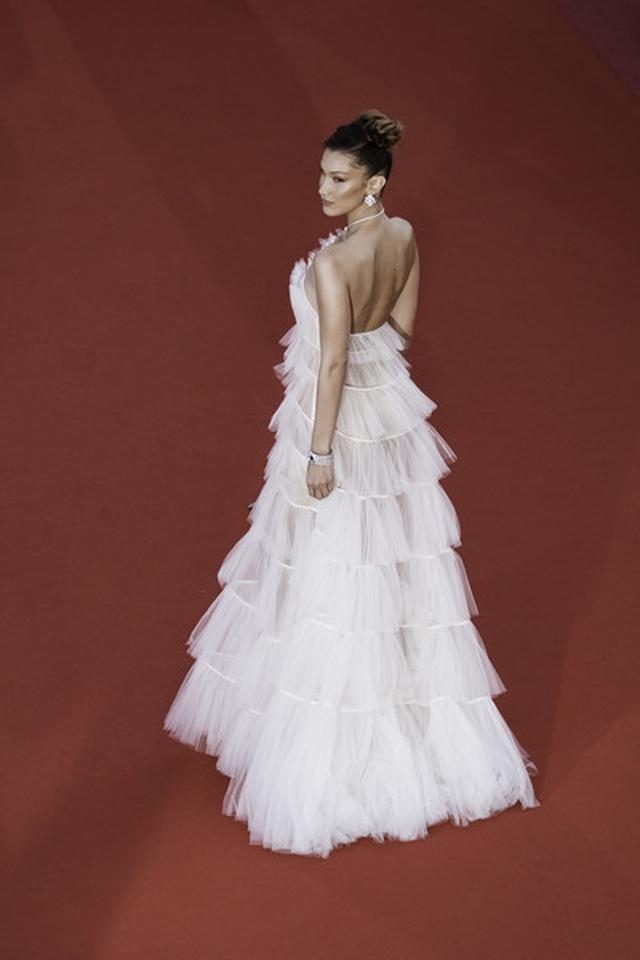 Bella Hadid điệu đà như nàng công chúa - 8