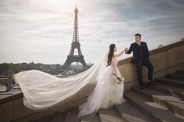"""Ảnh cưới đẹp lung linh của đạo diễn """"Cua lại vợ bầu"""" với vợ hot girl - 1"""