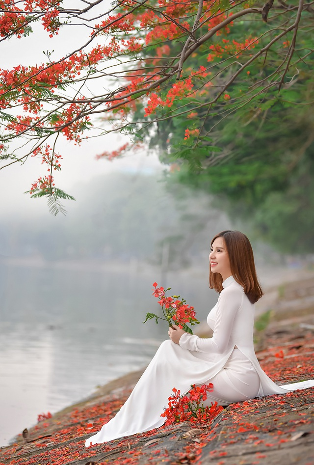 Thiếu nữ bâng khuâng kỷ niệm dưới tán phượng đỏ rực ven hồ - 6
