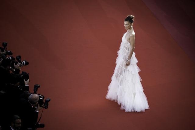Bella Hadid điệu đà như nàng công chúa - 12