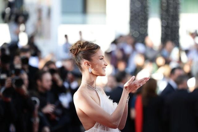 Bella Hadid điệu đà như nàng công chúa - 11