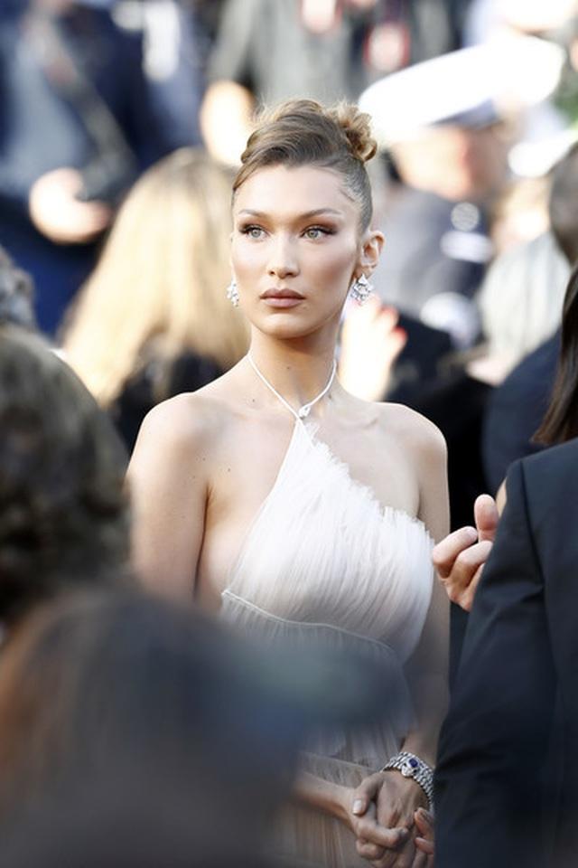 Bella Hadid điệu đà như nàng công chúa - 9