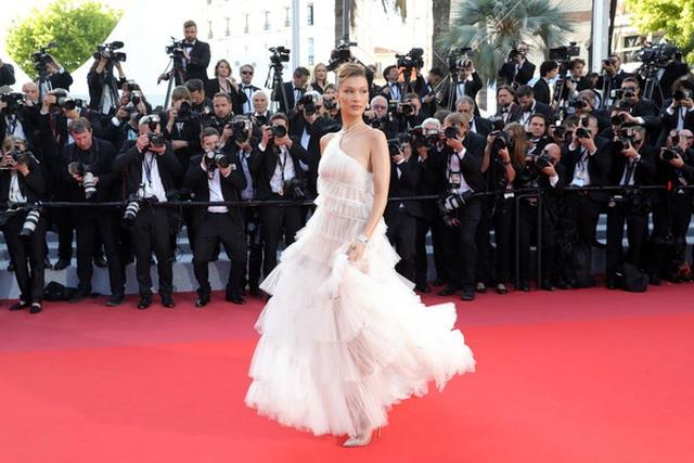 Bella Hadid điệu đà như nàng công chúa - 7