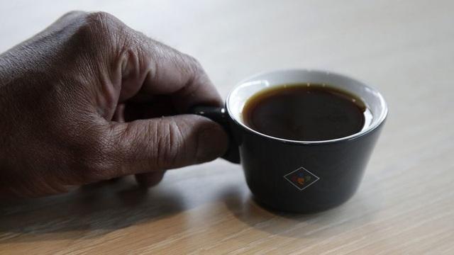 Tách cà phê đắt nhất thế giới giá gần 2 triệu đồng có gì đặc biệt? - 1