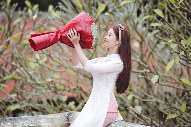 Cô gái yêu tiền đạo nổi tiếng Việt Nam gây bất ngờ với hình ảnh gợi cảm - 10